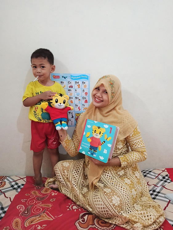 Mom Artha dan Azril